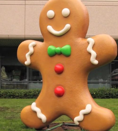 Gigantyczny piernikowy ludzik ląduje w Montain View- nadchodzi Android Gingerbread