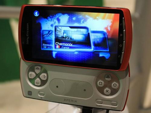 Pomarańczowy Sony Ericsson Xperia Play, Xperia Arc w bieli uchwycone na zdjęciach