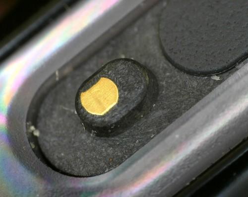 Xperia Z3 Compact: styki do magnetycznej stacji dokującej