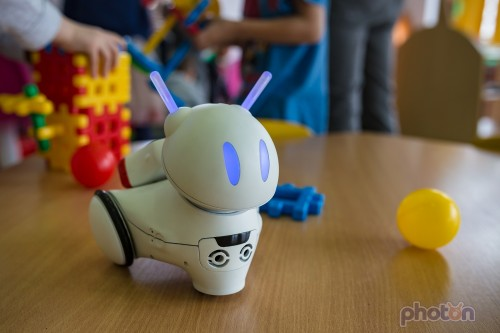 Photon - interaktywny robot