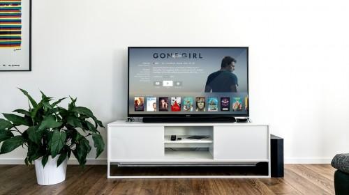 Telewizor z funkcjami multimedialnymi