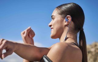 JBL Endurance Blue RUN Lifestyle Image Woman