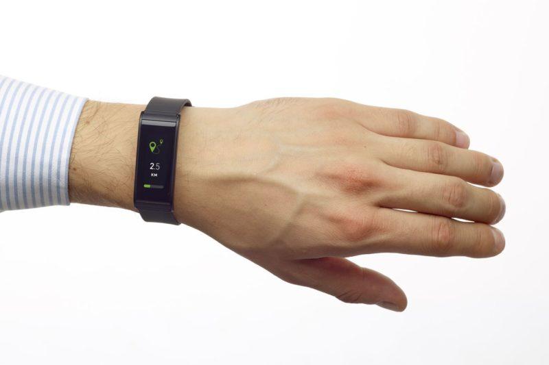ZeFit4HR Black On the wrist Watchface