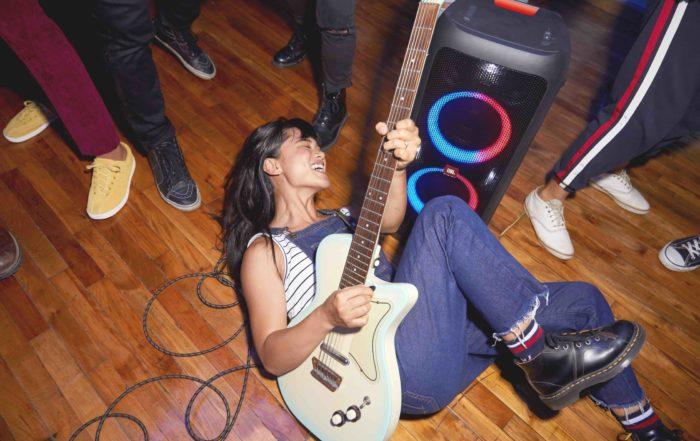 JBL Party Box 300 Lifestyle Guitar Player