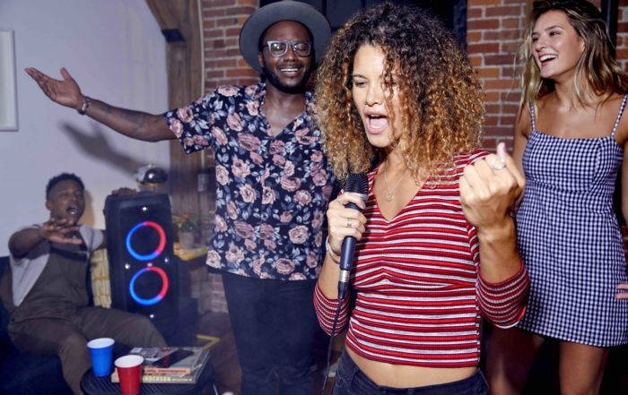 JBL Party Box 300 Lifestyle Singing