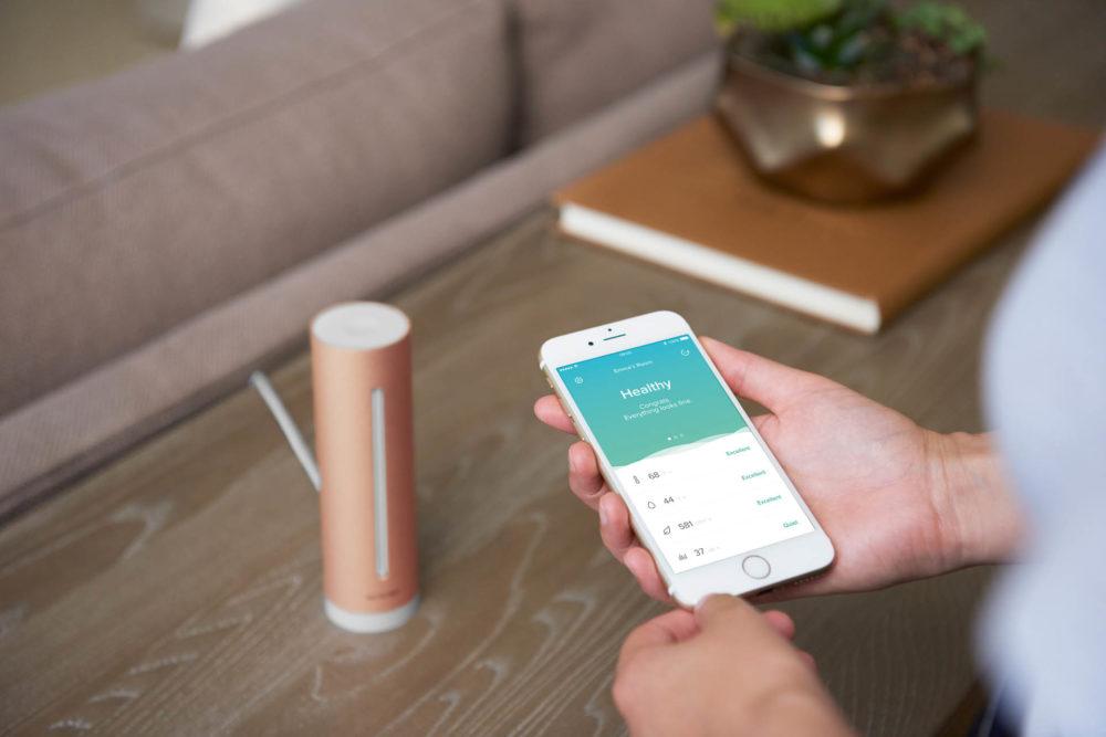 NHHC 2016 livingroom hand phone WEB HD