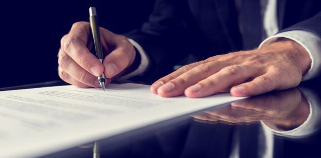 Nieuważne przeczytanie umowy z operatorem internetowym może sporo kosztować