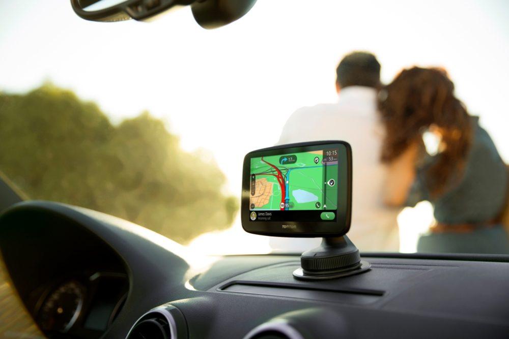 TomTom Go Essential: wielofunkcyjna nawigacja zintegrowana ze smartfonem