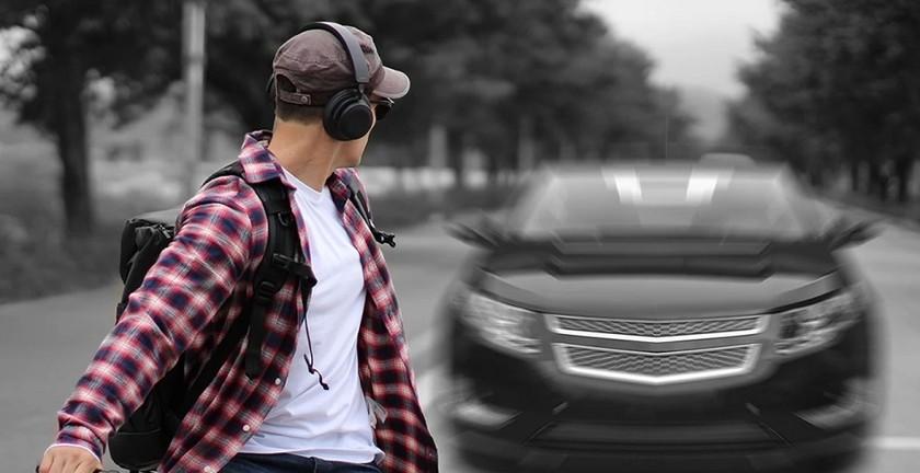 Samsung zaprezentował słuchawki, które chronią właściciela od wypadków