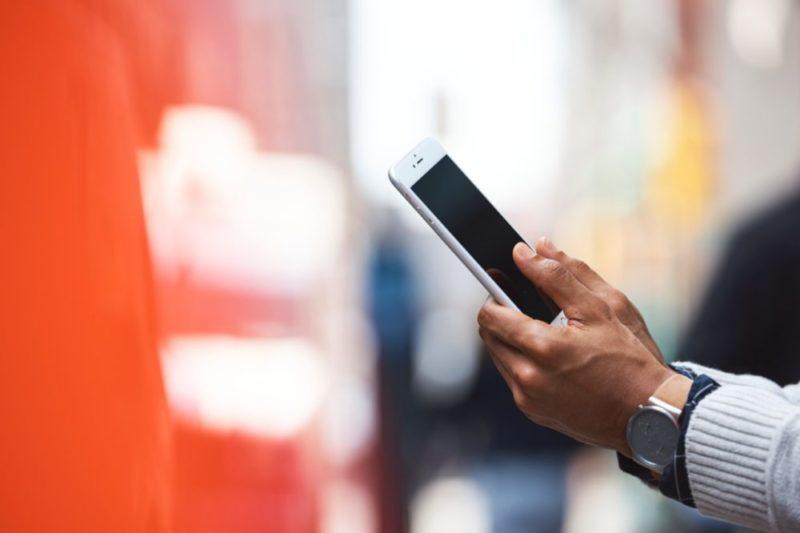 Badanie Mastercard: 4 na 10 polskich e-konsumentów kupi prezentyświąteczne na smartfonie 1