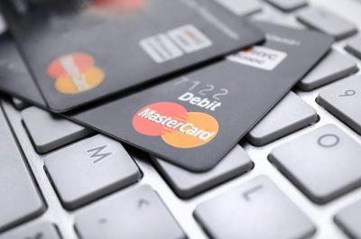 Badanie Mastercard: 4 na 10 polskich e-konsumentów kupi prezentyświąteczne na smartfonie