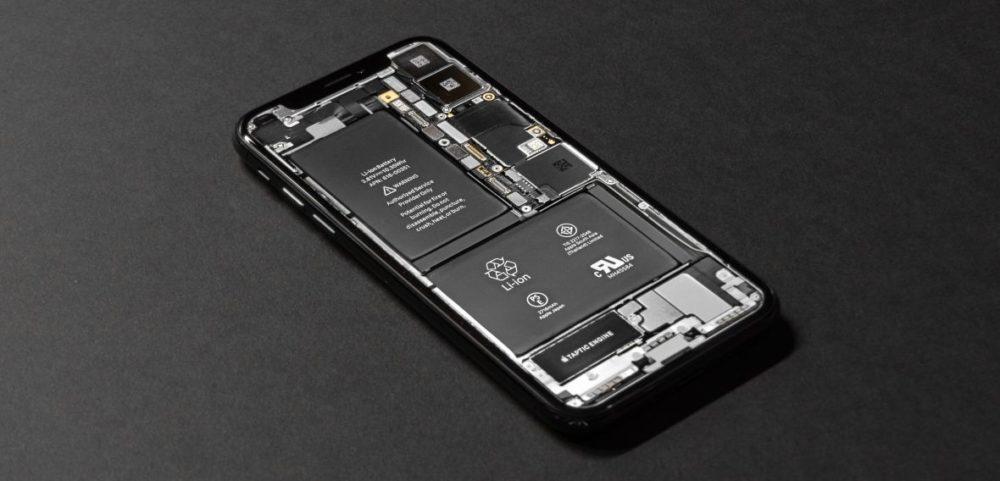 Dyrektor generalny firmy Apple Tim Cook powiedział, że w bieżącym kwartale przychody spółki spadną do $9 mld z powodu słabego popytu na iPhone, co częściowo jest związane z programem wymiany akumulatorów.
