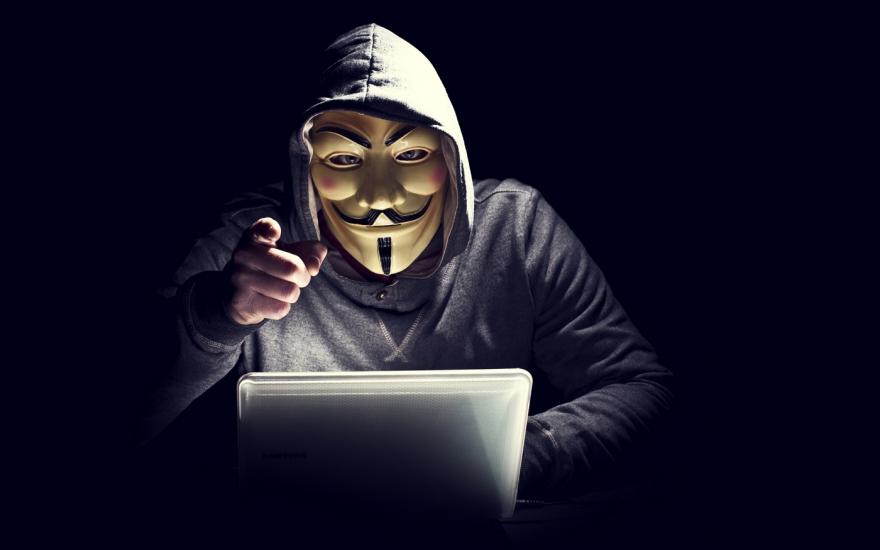 haker cyber bezpieczeństwo