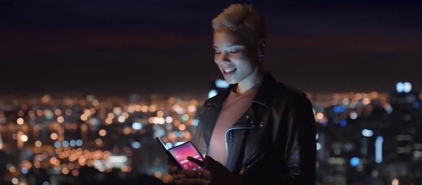 Opublikowano oficjalne wideo składanego smartfona Samsung Galaxy F