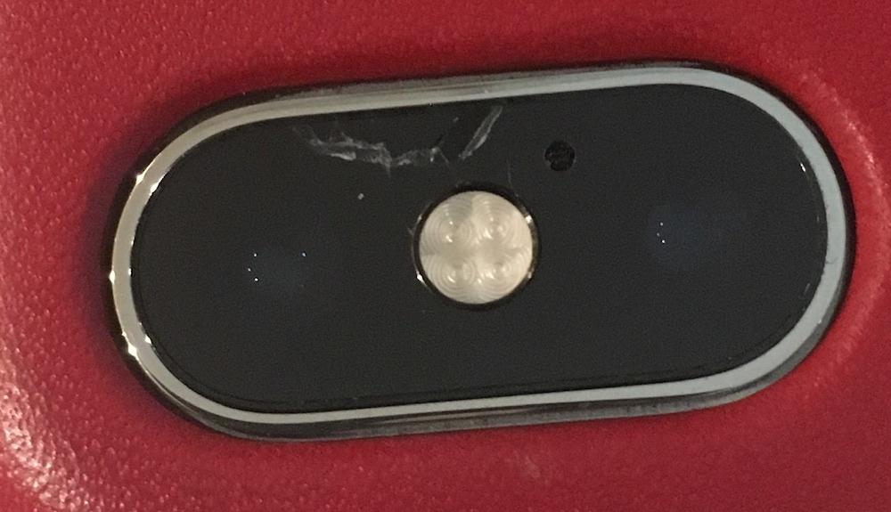 Użytkownicy iPhone ХЅ skarżą się na pęknięcia modułu kamery