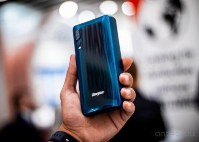 Na MWC wykazały smartfon z akumulatorem 18 000 mah