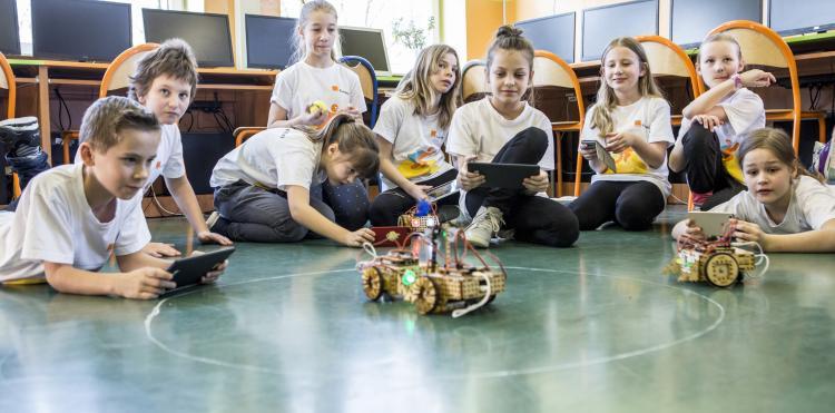 Kolejne 300 szkół będzie rozwijać cyfrowe umiejętności z Fundacją Orange