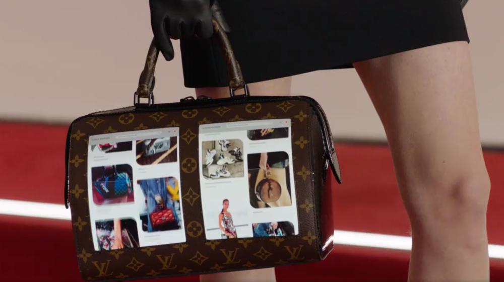 Dom mody Louis Vuitton zaprezentował torbę z elastycznym wyświetlaczem