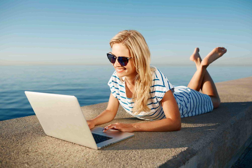 Cztery porady na cyberbezpieczne lato