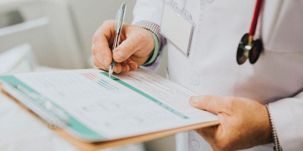 Fujitsu wprowadza innowacyjną technologię AI do kodowania procedur medycznych