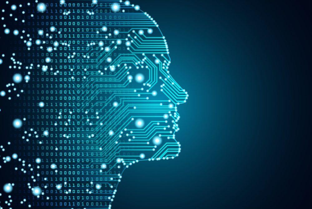 """Nowe badanie, przeprowadzone w ramach europejskiego projektu SHERPA,wskazuje, że cyberprzestępcy skupiają się głównie na manipulowaniujuż istniejącymi systemamisztucznej inteligencji. Celem atakujących są rozwiązania AI wykorzystywane m.in. przez wyszukiwarki internetowe, media społecznościoweoraz stronyzawierające rekomendacje. Sztuczna inteligencja może służyć do niszczenia reputacjifirm, wywierania wpływu na światowąpolitykęi opinie użytkowników, a nawet przejmowania kontrolinaddomowymi urządzeniami. Szeptany cyberatak Cyberprzestępcy mogą aktywnie promować produkty i organizacje lub zmniejszać ich popularność, a nawet podpowiadać użytkownikom określone treści. Ataki typu Sybilwykorzystują wiele marionetkowych kontdomanipulowania danymiwykorzystywanymi przez AI. Przestępcy sprawiają na przykład, że po nazwie wyszukiwanej firmy w przeglądarce automatycznie sugerowane jest słowo """"oszustwo"""" lub manipulują rankingami i systemami rekomendacji. Algorytmy AI mogą również wpływać na gust, przekonania i zachowania użytkownikówpoprzez dopasowywanie wyświetlanych treści do ich tożsamości, preferencji, itp. Teoretycznie mogłoby to nawet prowadzić do tworzenia swoistej pętli, w której system dopasowuje podawane informacje, dopóki nie zaobserwuje wyrażania pożądanych przez atakującego opinii i prezentowania konkretnych zachowań. Ukryte polecenia Naukowcy z Horst Görtz Institute for IT Security w Bochum (Niemcy) przeprowadzili w 2018 r. skuteczne psychoakustyczne ataki na systemy rozpoznawania mowy, podczas których ukrywali komendy głosowe w śpiewie ptaków. Jak pokazał ten eksperyment, promowane treści wideo z ukrytymi w ten sposób poleceniami mogłyby instruować inteligentne urządzenia domowe na całym świecie, jak asystenty Siri czy Alexa, nakłaniając je do zmiany ustawień (np. odblokowania drzwi wejściowych). Można też """"poprosić"""" je o wyszukiwanie w Internecie obciążających treści, jak narkotyki lub pornografia dziecięca, aby później szantażować użytkownika. Fałszywe newsy, na"""