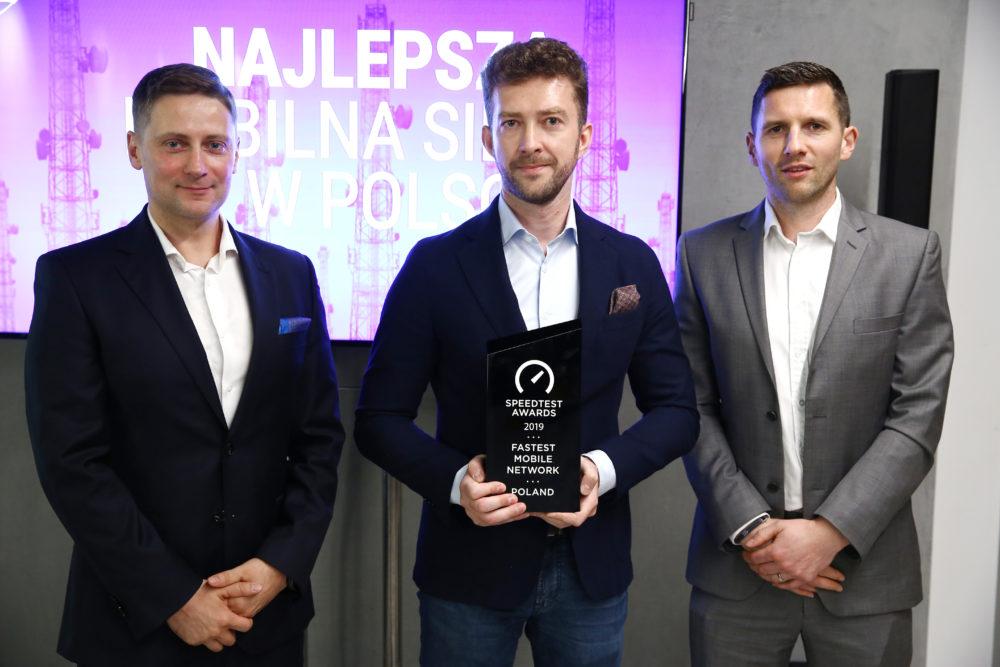 PLAY z nagrodą dla Najszybszej Sieci Mobilnej w Polsce!Tom Opaczyk Ookla, Michal Ziolkowski PLAY, Kevin Stafford Ookla