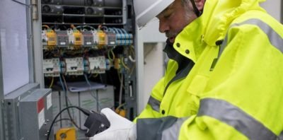 W domach warszawiaków pojawiły się innowacyjne liczniki prądu. Do ich podłączenia Orange Polska wykorzystał nową technologię.