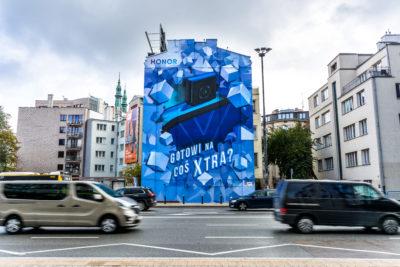Najnowszy smartfon marki HONOR na muralu