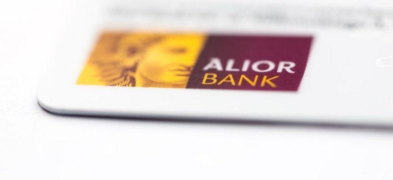 Klienci Alior Banku coraz bardziej mobilni. W trzecim kwartale tego roku płacili smartfonem prawie co sekundę