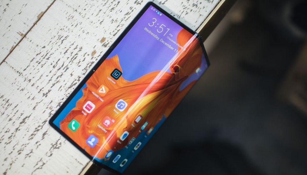 Huawei Mate X. Фото: CNet