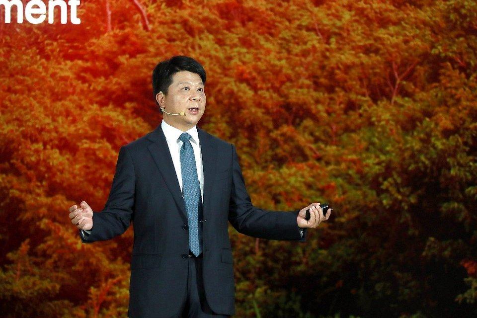 Huawei już po raz 17. zorganizował konferencję Global Analyst Summit w Shenzhen. W pierwszym dniu wydarzenia wzięło udział ponad 2 000 analityków branżowych, liderów opinii i przedstawicieli mediów zajmujących się m.in. sektorem telekomunikacyjnym czy finansowym. Tematyka tegorocznego spotkania krąży wokół współpracy, mającej na celu umożliwić branży ICT przetrwanie trudnych czasów, przy jednoczesnym zapewnieniu korzyści dla społeczeństwa i przyspieszeniu nadejścia inteligentnego świata.
