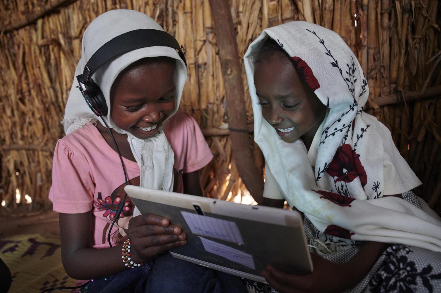 Ericsson i UNICEF inicjują globalne partnerstwo na rzecz zapewnienia szkołom połączenia internetowego