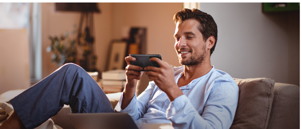 HTC Desire 20 pro   onyx black   lifestyle