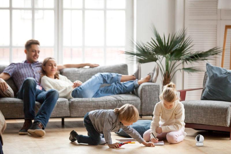Nietypowi pomocnicy typowej rodziny. Jakie rozwiązania smart home warto wdrożyć w swoim domu?