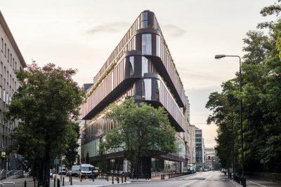 Luksusowy hotel Nobu w Warszawie wybiera telewizory premium od LG