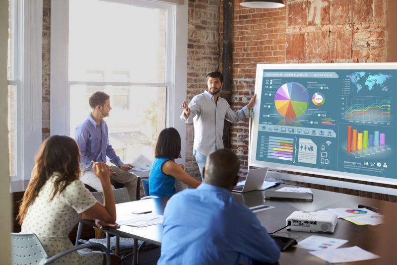 Projektory Epson jednym ze sposobów na zachowanie dystansu społecznego