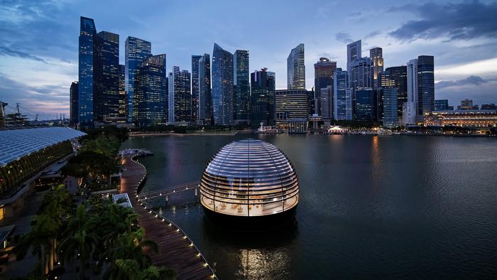 W Singapurze pojawił się pierwszy na świecie pływający sklep Apple Store