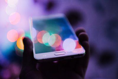 Samsung i Xiaomi stopniowo odbierają udziały Huawei na rynku smartfonów