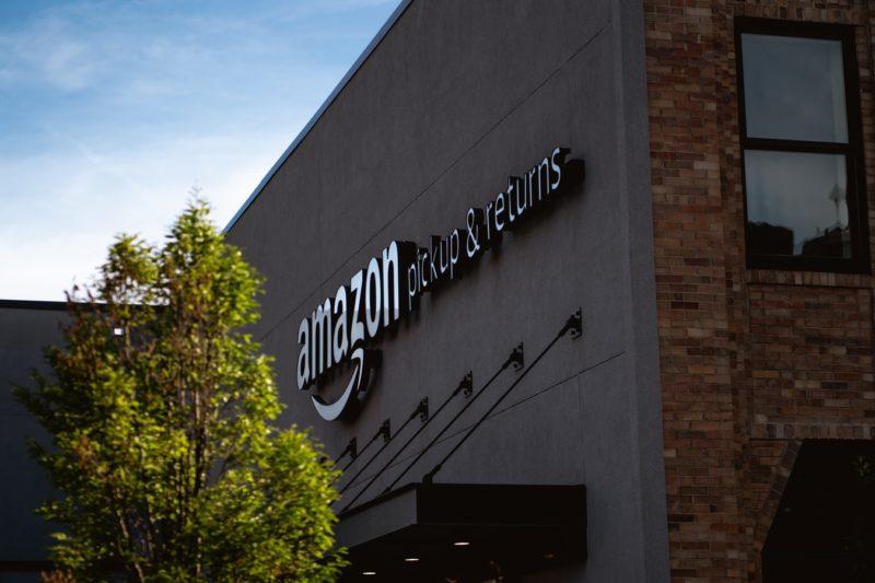 Amazon walczy z fałszywymi recenzjami