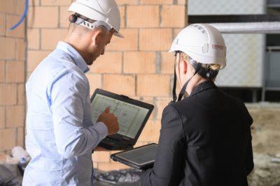 Wzmocnione urządzenia toughbook na placu budowy