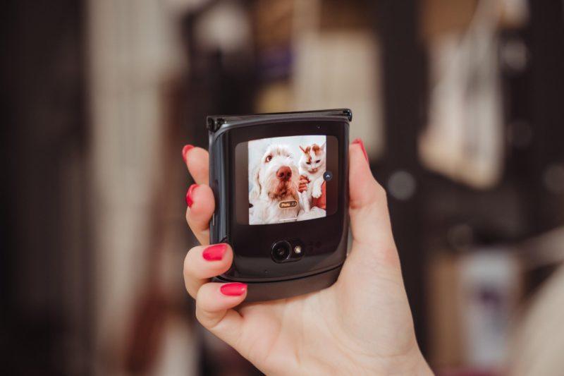 Motorola razr 5G już dostępna w trzech kolorach - uśmiechnij się, a zrobi Ci najlepsze selfie