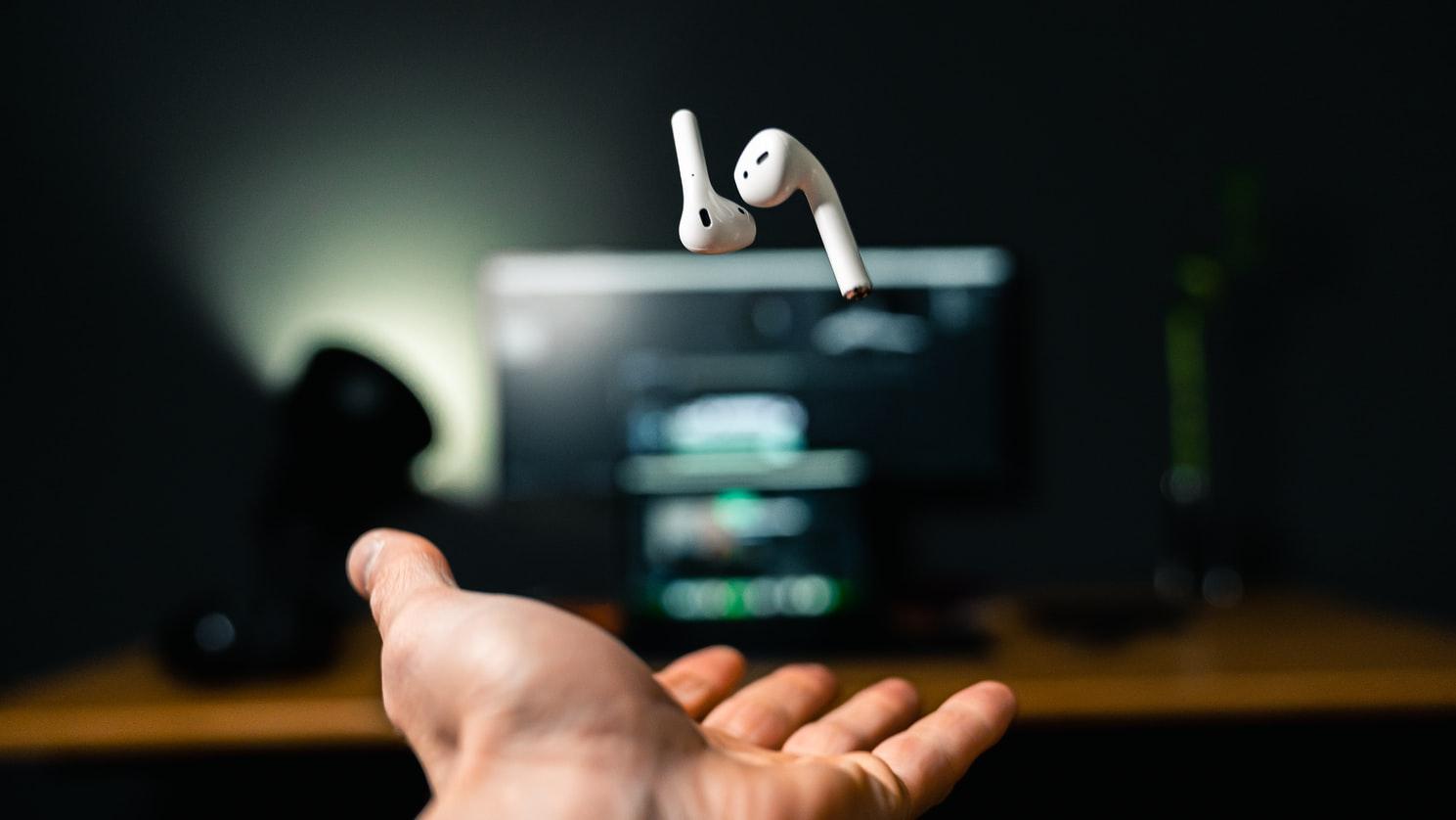 Firma Panasonic zaprezentowała odkurzacz do zbierania zagubionych słuchawek z torów kolejowych