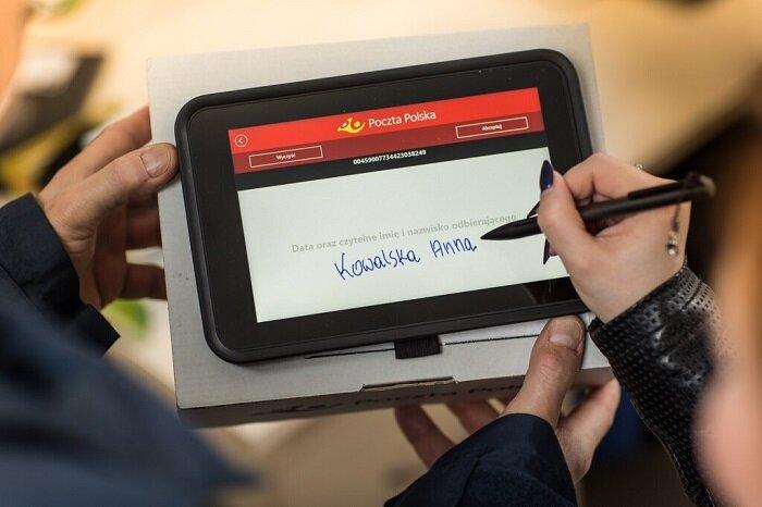 Poczta Polska: już 20 tysięcy listonoszy z aplikacją Mobilny Bankowiec na tablecie