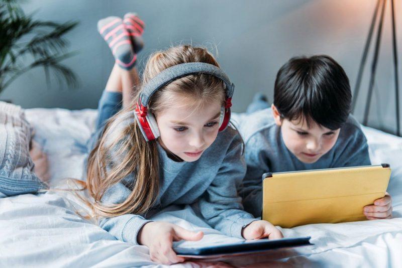 Badanie Sophos: w efekcie pandemii dzieci z klas 1-3 częściej korzystają z sieci
