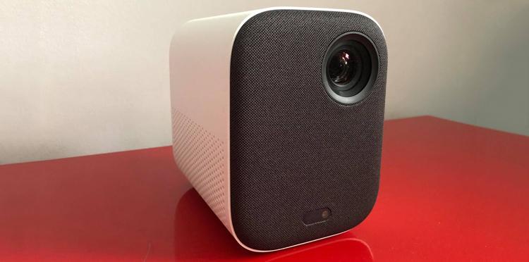Recenzja Xiaomi Mi Smart Compact Projector – Kino w domu w cenie średniej klasy telewizora?