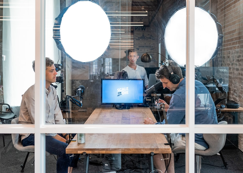 """W 2020 r. na całym świecie z polskiej platformy webinarowej skorzystało prawie 31 mln. Liczba uczestników w Polsce wzrosła o 1037 proc – Raport ClickMeeting """"State of Online Events 2021"""""""