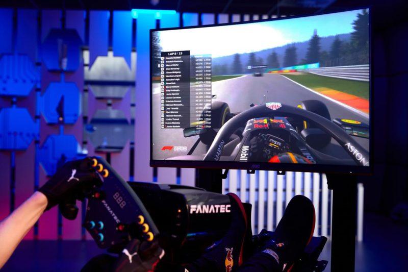 Red Bull Racing Esports i AOC łączą siły