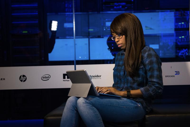 """Co 3. kobieta w IT przebranżowiła się do świata nowych technologii – nowy raport No Fluff Jobs """"Kobiety w IT"""""""