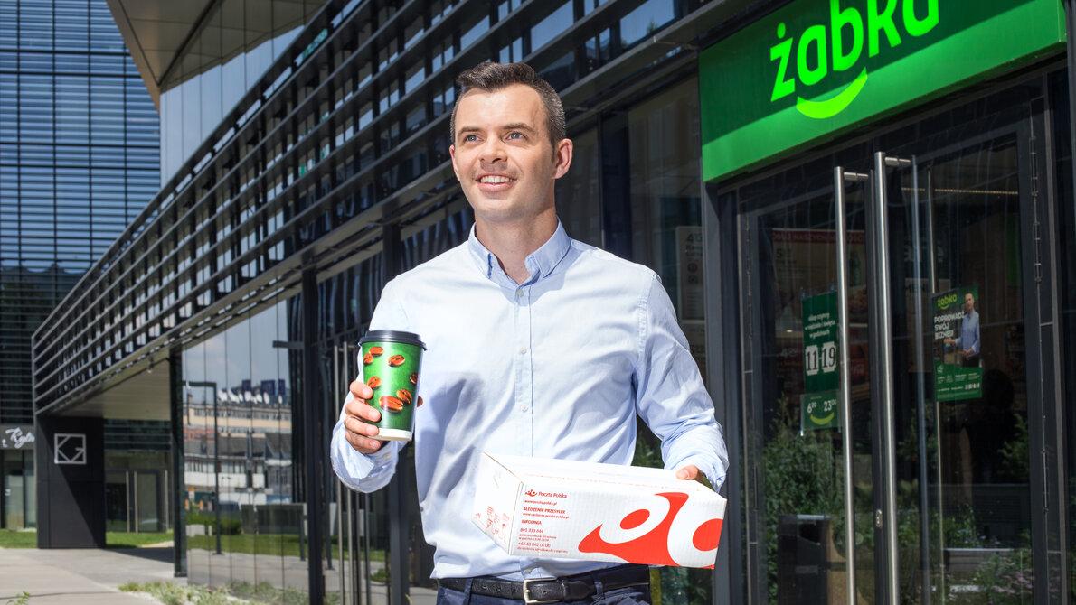 Poczta Polska rozwija współpracę z siecią Żabka: możliwe nadawanie i zwroty przesyłek