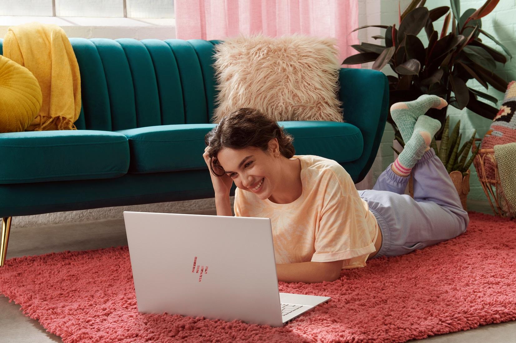 HP przedstawia nowe laptopy z serii ENVY – zaprojektowane specjalnie z myślą o twórcach, wykonane z materiałów przyjaznych środowisku